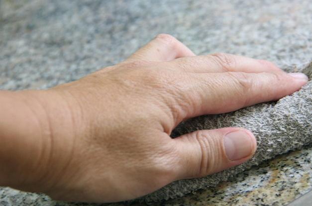 Manutenção de mármores e granitos